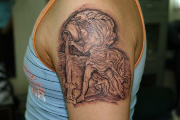 Татуировки в виде знака зодиака водолей