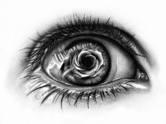 Тату глаз и отражающаяся в нем роза