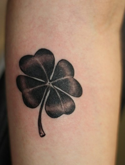 Фото тату четырехлистный клевер на ноге