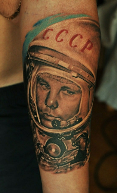 Фото тату на руке юрий гагарин: tattooinfo.ru/catalog/artisty/tatu_na_ruke_jurij_gagarin.html