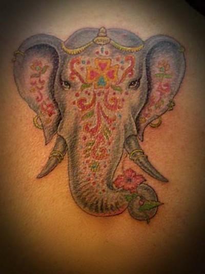Слон с цветком рисунок