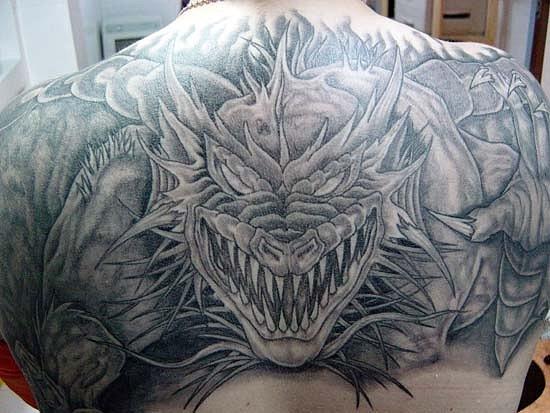 Фото тату свирепого дракона на спине