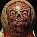 На спине мужчины татуировка тигра на